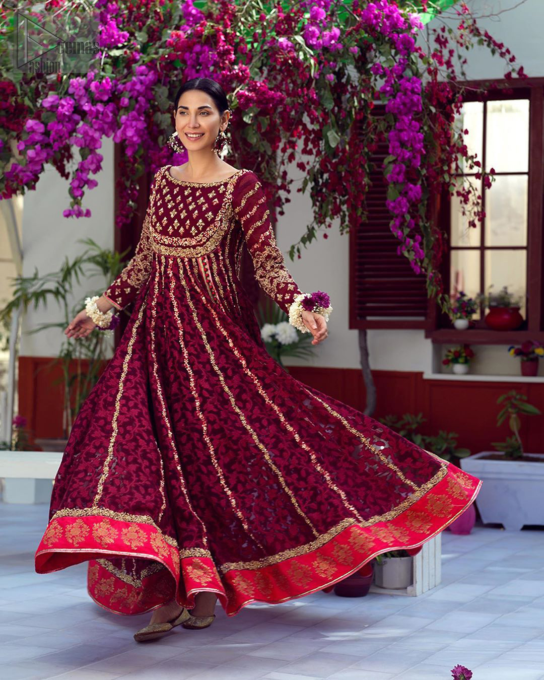 The perfect combination of tradition and class. With a lot of attention to detail, the intricate zardozi work with using glass beading and threads makes the bodice look like nothing but a dream. The tiny floral motifs are also scattered on the bodice. This mehndi outfit is ornamented with vertical embroidered lines and coral applique at the bottom. It comprises with maroon capri pants and coral self fabric dupattta. You are all set to make a lasting impact with the divine royalty of this dress.