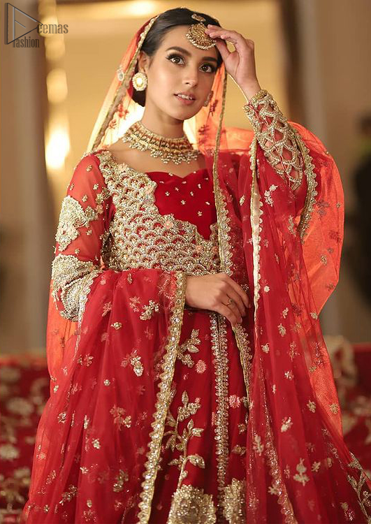 This red bridal dress stands out due to its uniqueness and the perfect fusion of modern cut and traditional embroidery.