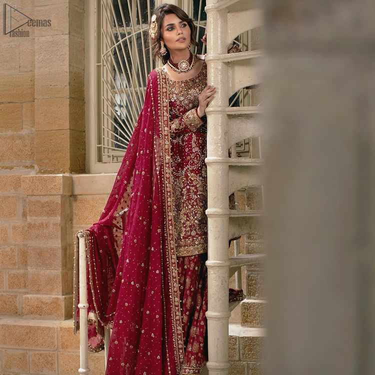 The shirt follows an exquisite Lehenga and a Dupatta that perfects the dress style. The shirt is based on pure organza while the Lehenga follows Katan Banarsi Jamawar. Not to forget, a splendid work of golden and silver embroidery is a necessity to beautify the basic look.