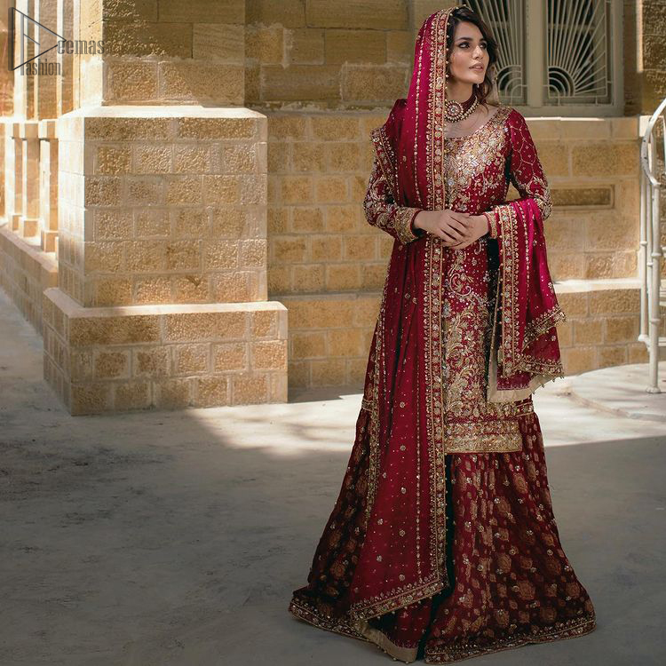 Style up on your big day with Deemas Fashion's meritorious crimson Lehenga. Designed with a round neckline, the shirt is full-sleeved which enhances its traditional magnificence.