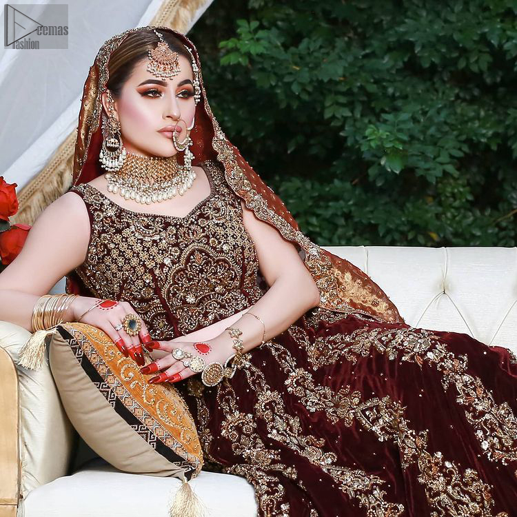A dress so elegant would be your best choice for Nikkah or Walima ceremony. Maroon Velvet Lehenga Blouse and Copper Dupatta.