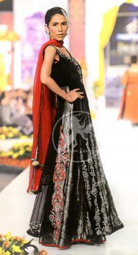 Black-Embroidered- Long-Shit-lehnga- and-Red-Dupatta