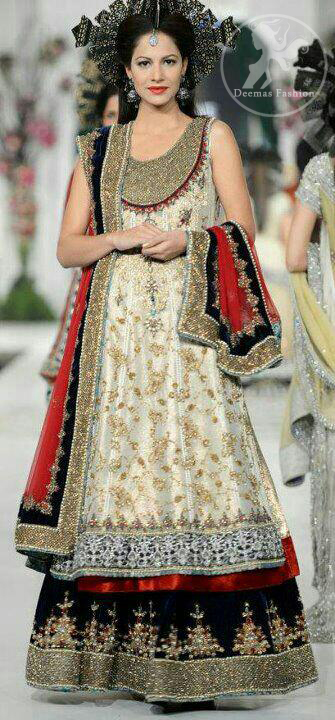Ivory-white-bridal-dress-with-deep-red-dupatta-and-black-embellished-lehnga