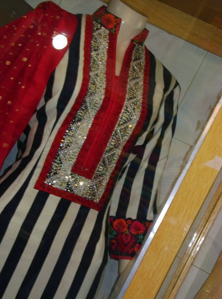 Latest Pakistani Casual Wear – Back and White lining Dress