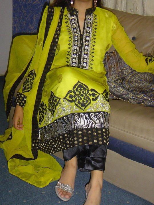 Pakistani Fashion Casual Dress 2011 – Green & Balck Designer Wear